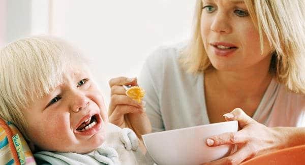 7 Tips Memberi Makan Bayi Saat Dia Melakukan Aksi Gerakan Tutup Mulut (GTM)